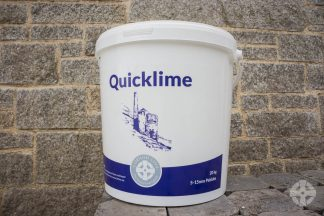 Quicklime tub in front of wall